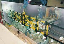 2000 kg  - 12 x 3 m und dafür kam das Vakuumhebegerät aus Lübeck nach Japan - 1994