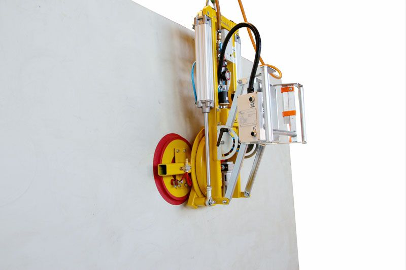 The 7025-MD2-4 vacuum lifter with its guide handle folded upwards.