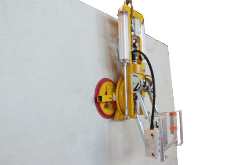 The 7025-MD2-4 vacuum lifter with its guide handle folded downwards.