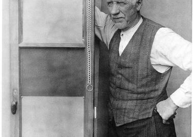 Wilhelm Pannkoke with his ventilation window