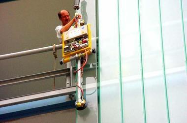 Pannkoke has developed a Vacuum Lifter for Profilit Glass