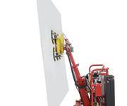 Zum Aufnehmen der Glasscheibe vom Glaslagerbock kann der Mast weiter nach vorne geneigt werden, wenn die zusätzlichen Abstützungen verwenden werden
