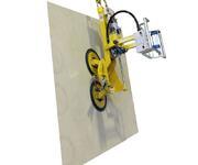Der Vakuumlifter kann bis zu 250 kg schwere Glasscheiben oder Fenster endlos nach rechts oder links drehen.