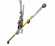 The vacuum lifter can rotate glass panes weighing up to 250 kg across an infinitely variable range, clockwise or anti-clockwise.