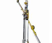 Der Vakuumheber kann bis zu 250 kg schwere Glasscheiben endlos nach rechts oder links drehen.