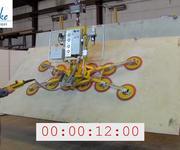 Schwenken einer 1200 kg schweren Platte mit dem Vakuumheber Kombi 7441-DS3H im Testbetrieb.