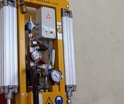 Den Vakuumlifter gibt es mit optischer oder akustischer Warneinrichtung, die bei Vakuum- oder Druckluft-Unterschreitung den Bediener warnt.