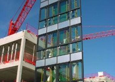 Pannkoke Vacuum Lifting Device 7201-HVSO01 in use with a12 x 5 m large curtain walling element.