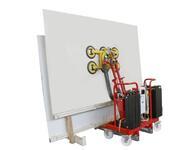 Diese Neigungen kann der Saugerrahmen anfahren und so sieht es mit einer 2 x 3 m großen, angesaugten Stahlplatte aus.