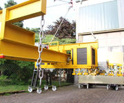 The lever arm with this 1260 kg load measures more than three metres in length.